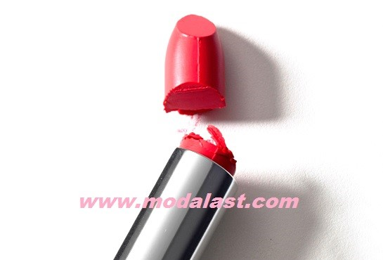 broken-lip-stick-modalast