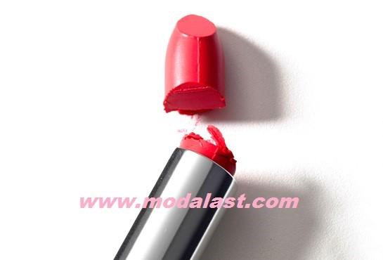 broken-lip-stick-modalast